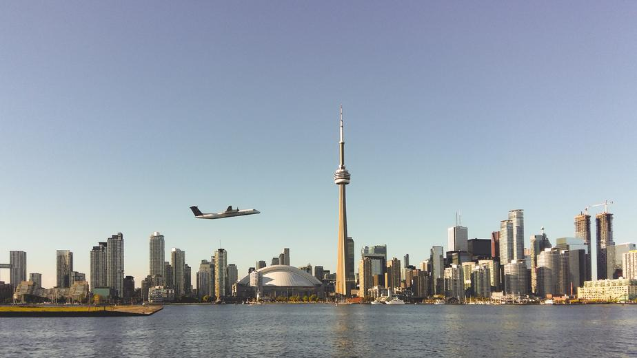 plane-takes-off-in-toronto